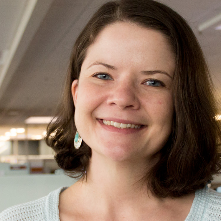 Jenn Hollmeyer Headshot